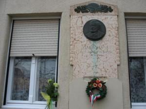 Jankó J. szülőházánál