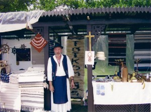 Sávolt Zoltán kiállítás közben